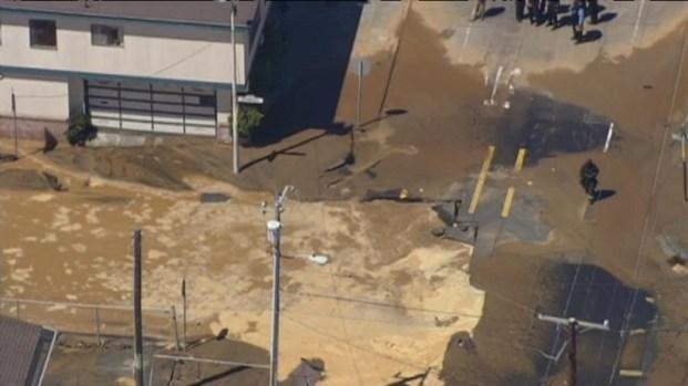 [BAY] Raw Video: Water Main Break Flood SF Streets