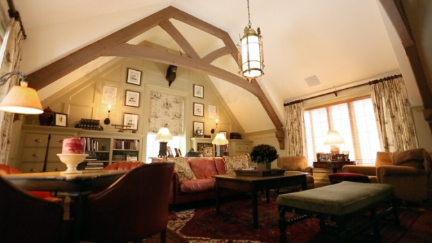 A Look at a 1900s English Tudor Home
