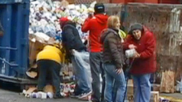 Sandy-Starved New Yorkers Dumpster Dive
