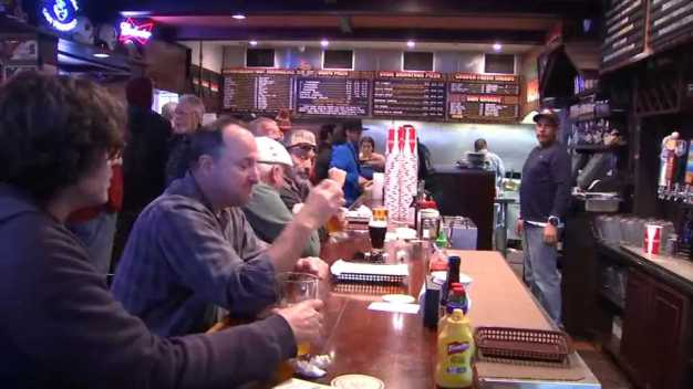 Oasis Beer Garden of Menlo Park to Shut Down After 60 Years