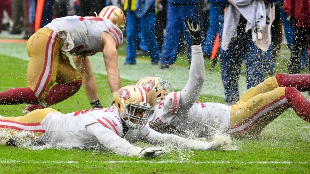 49ers Slip and Slide Their Way to 6-0