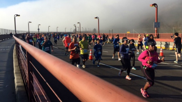 RAW: Early Morning Fog Blankets San Francisco Marathon