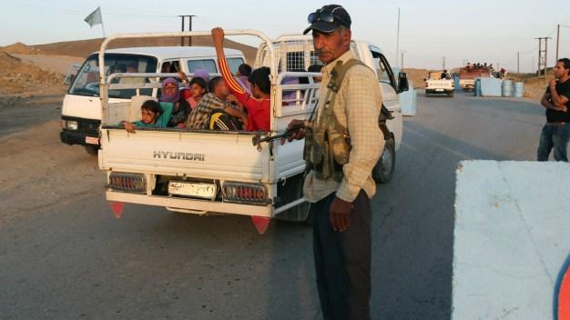 Thousands of Syrian Kurds Flee to Turkey