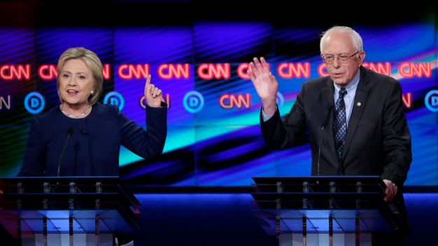 Clinton and Sanders Showdown Over Minimum Wage
