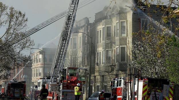 1 Dead, 7 Rescued After Four-Alarm Fire Breaks Out in Oakland