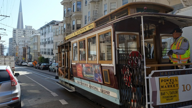 San Francisco's Cable Cars Run Again After 12-Day Hiatus