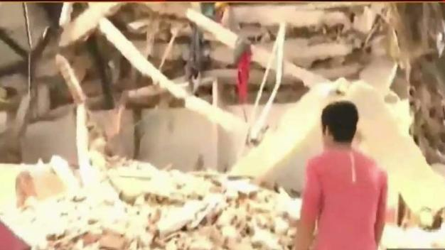 Locals With Family in Mexico Quake Zone Anxious For Answers