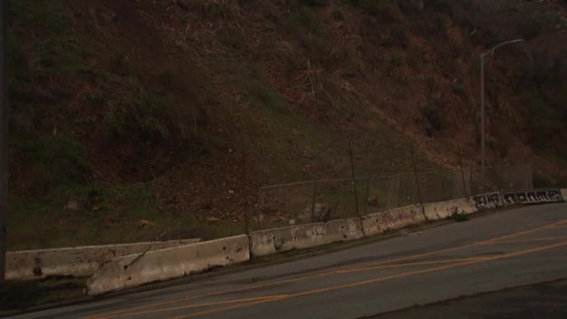 RAW: Rockslide Shuts Down Busy Street in SF