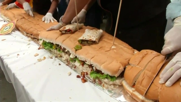 Mexico Chefs Make Record-Breaking 220-Foot Sandwich