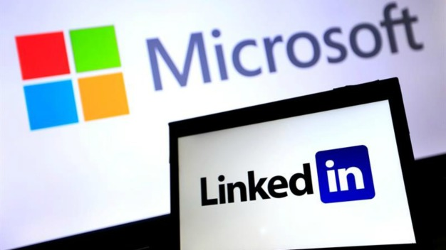 LinkedIn Adding News Feeds and Messaging 'Bots'