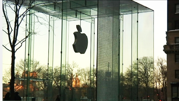 Apple Employees Smack Into Glass Walls of New Headquarters