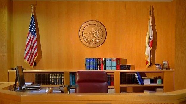 Santa Rosa: Inmate Tries to Grab Deputy's Gun in Court