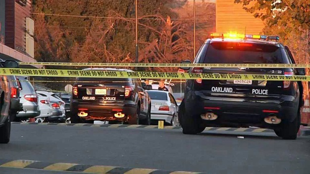 Shooting Leaves Man Dead at Shopping Center in Oakland
