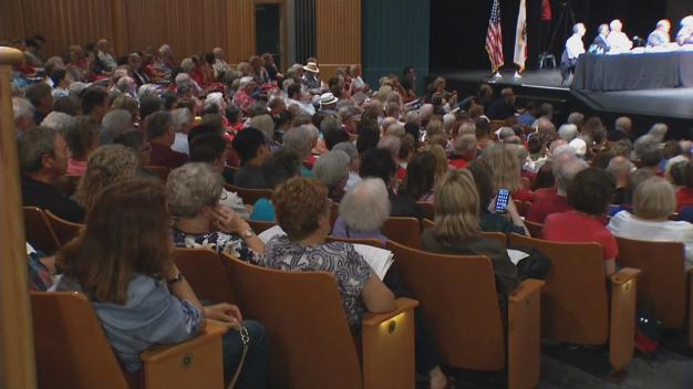 Hundreds Turn Out to Vent About Noisy Airplanes