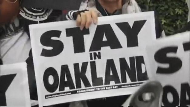 Oakland City Leaders Running No-Huddle Offense For Raiders