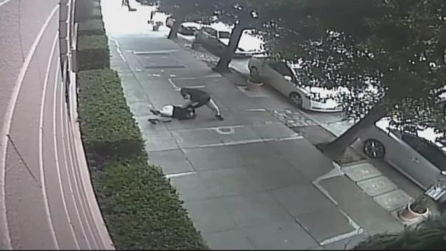 Woman Viciously Beaten by Passing Stranger in SF: Police