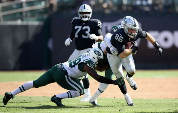Raiders Will Retain Tight End Lee Smith