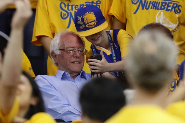 Bernie Sanders Wears Warriors Hat at Oakland Rally
