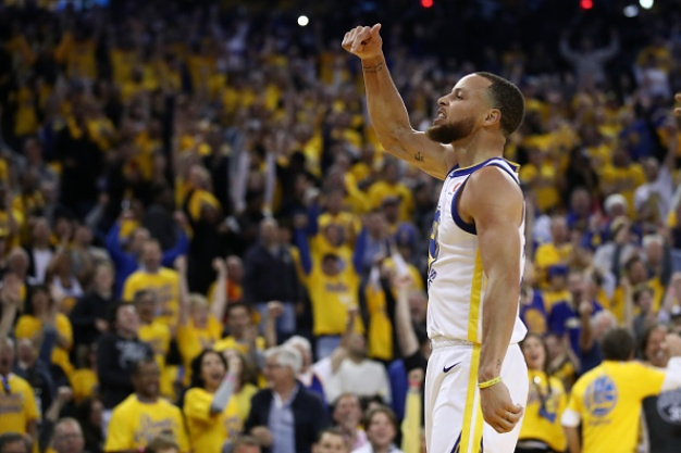 Curry, Warriors Rout Rockets in Game 3 of Conference Finals