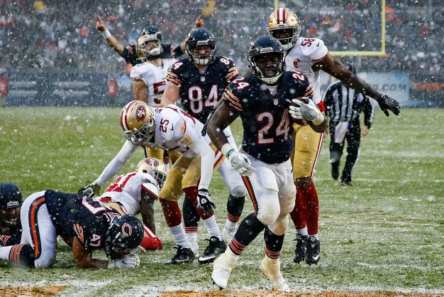 Niners Buried on a Snow Day in Chicago