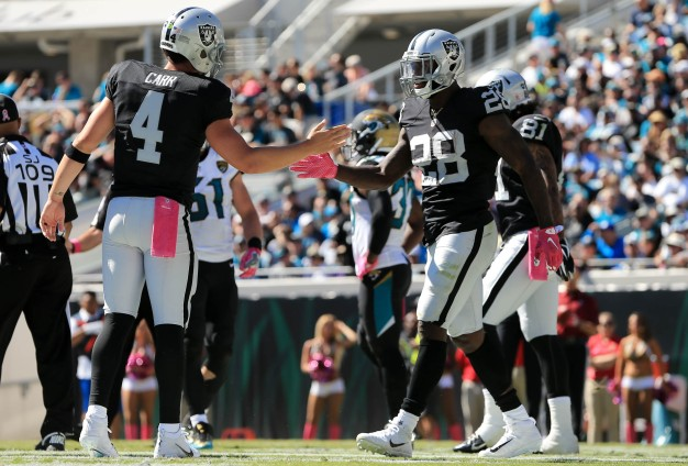 Raiders Beat Lowly Jaguars, Stay Perfect on Road