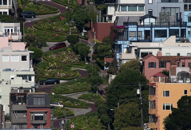 Gov. Newsom Vetoes Paid Reservation System for Lombard St