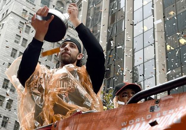 Giants Fans Turn Out in Droves for Victory Parade