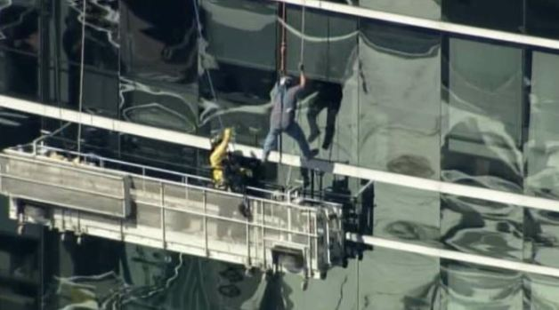 Window Washers Get Stuck Outside Oakland High-Rise