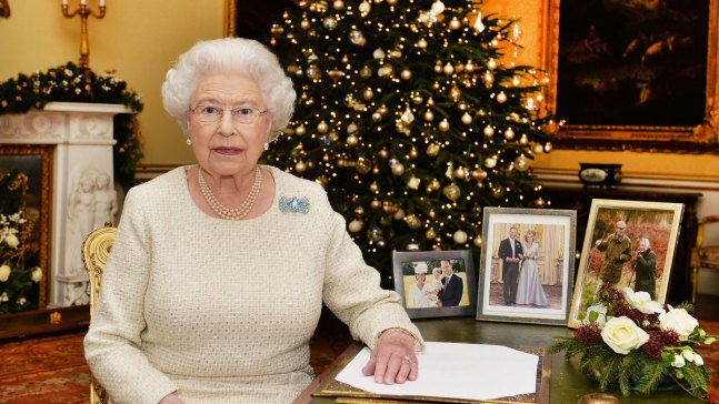 Queen Elizabeth Misses Christmas Service With Cold