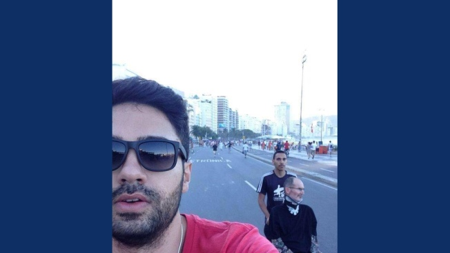 Man Resembling Steve Jobs Photographed in Brazil; Internet Freaks Out
