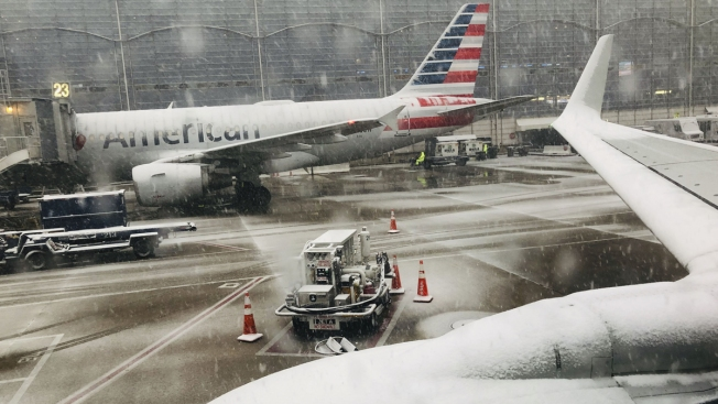 Winter Storm Grounds More Than 1,000 US Flights, Airlines Waive Change Fees