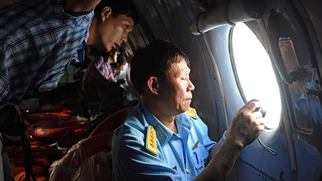 Experts Puzzle Over What Happened to Missing Plane