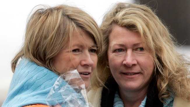 Martha Stewart's Sister, Laura Plimpton, Dies After Unexpected Brain Aneurysm