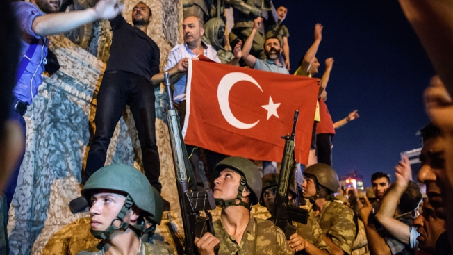 Turkey celebrates defeat of anti-Erdogan putsch after new purge