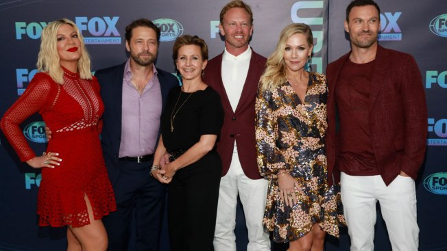 Without Luke Perry, 'Beverly Hills, 90210' Cast Preps Reboot