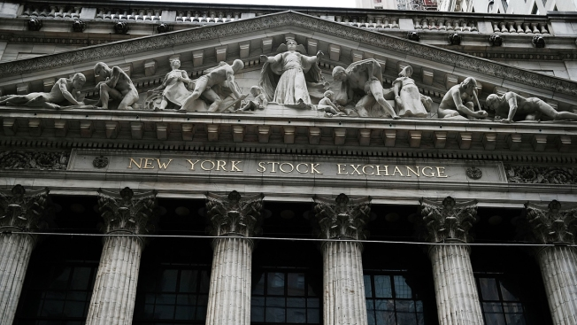 Dow Drops Nearly 400 Points After Morgan Stanley, JP Morgan Lead Bank Stock Tumble