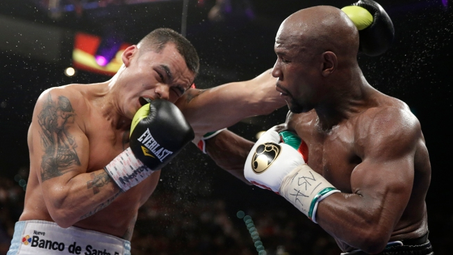 Floyd Mayweather Jr. Wins a Tough Fight