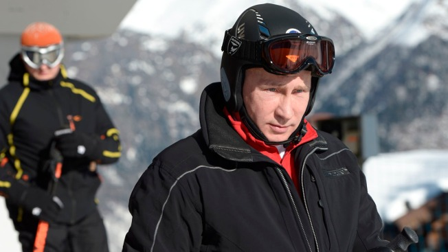 Putin Tests Ski Slopes in Sochi