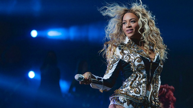"Fans Sue Beyoncé After Being ""Trampled"" at Concert"
