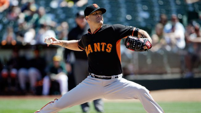 Tim Hudson Throws 5 Shutout Innings, Giants Beat A's 2-1