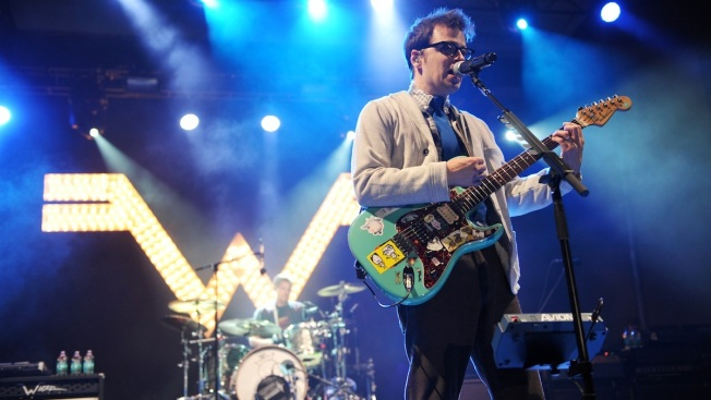 WATCH: Weezer Drummer Makes Awesome Mid-Song Frisbee Catch