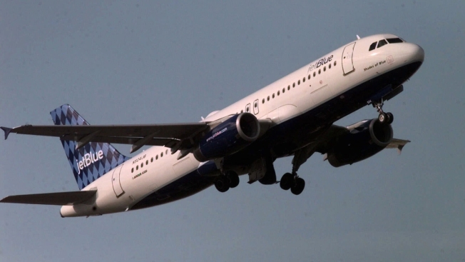 Man Punched Flight Attendants, Threatened to Blow up Plane: Witnesses, Police
