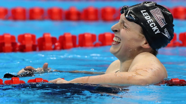 Ledecky Demolishes 800m Freestyle Record to Win Gold