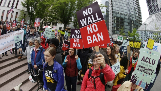 Hawaii Judge Leaves Trump Admin. Rules in Place for Travel Ban
