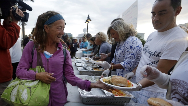 Cities, Volunteers Clash Over Feeding Homeless in Public