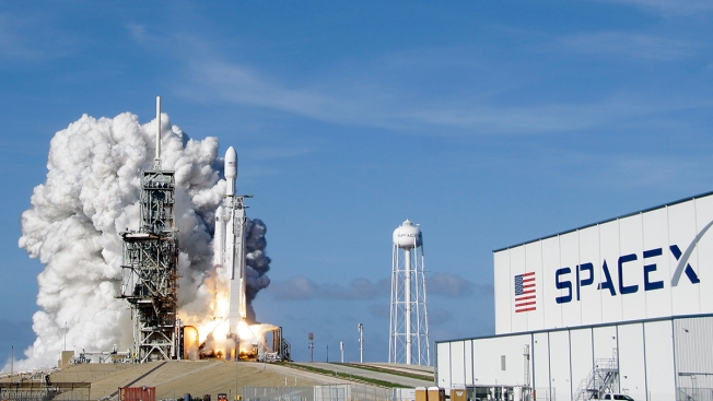 SpaceX Says It Signed First Private Passenger to the Moon