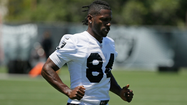 Antonio Brown Returns to Raiders After Absence for Feet, Helmet