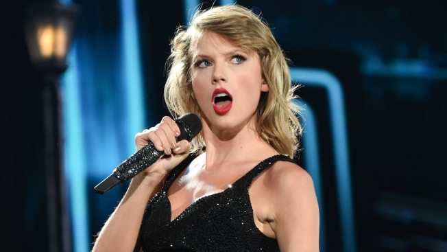 Taylor Swift Leads American Music Awards Nominations