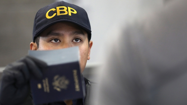 Border Agent Searches of Americans' Cellphones Spark Lawsuit