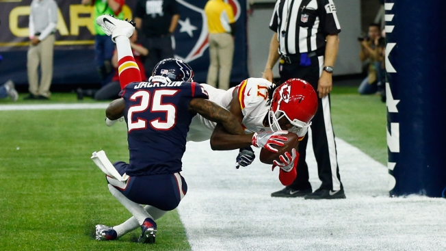 Chiefs Beat Texans 30-0 for First Playoff Win Since 1994